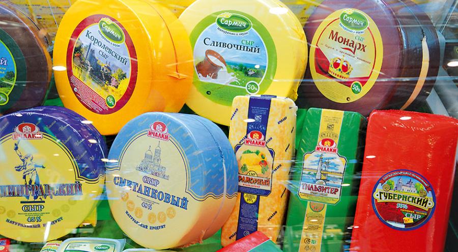 На фоне продовольственного эмбарго у отечественных поставщиков открываются шансы вытеснить с прилавков импортные продукты питания. Большие надежды связывают с российскими сыроделами, ведь импорт сыров за последние полгода сократился в два раза.