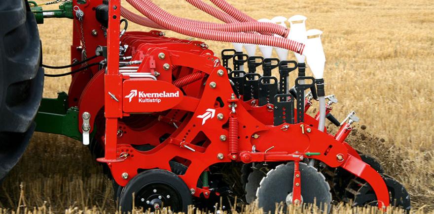 Благодаря особой конструкции рабочие органы агрегата Kultistrip для Strip-Till не повреждают структуру почвы в необрабатываемых полосах даже при работе на глубину 30 см.