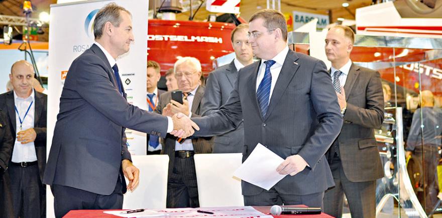 Дилерский договор подписан! На фото: генеральный директор Ростсельмаша Валерий Мальцев (справа) и руководитель AgroTECH PMD Бата Имре. @ Фото: фирма